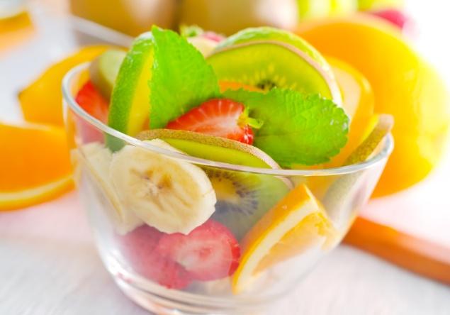 Lanche saudável: frutas e muita água