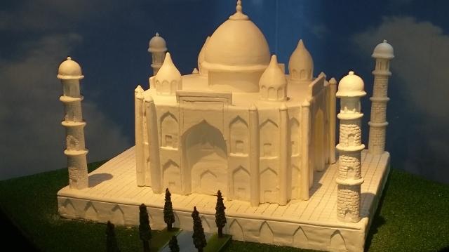 Estátua do Taj Mahal feita de chocolate branco