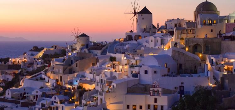 santorini-por-do-sol-mais-famoso-do-mundo-oia-grecia-viagem-verao-europa-748x350